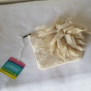 Nwt Threaded zip pouch
